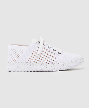 https://i1.wp.com/www.thefrontlash.com/wp-content/uploads/2018/09/Eileen-Fisher-sneakers-195.png?w=640