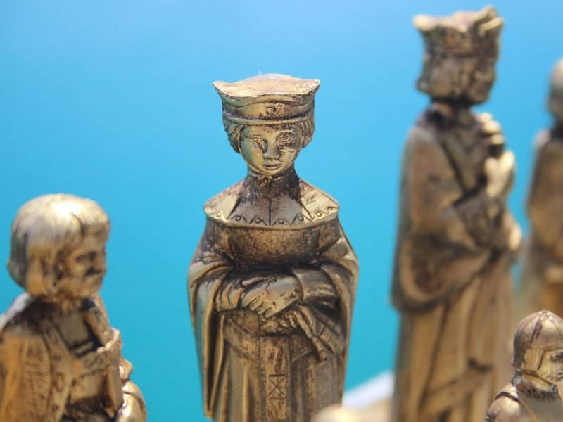 toy-human-chess-pieces