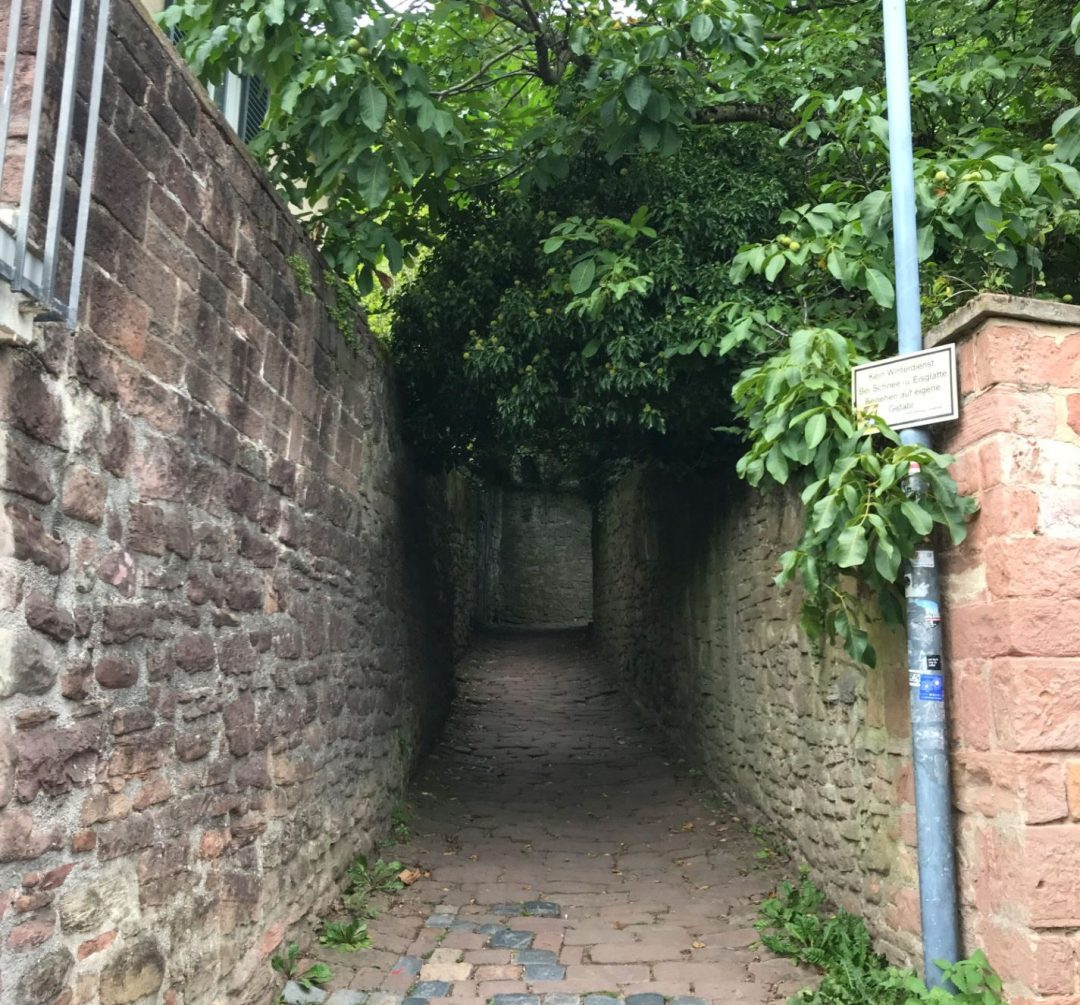 Unmarked entrance to the Philosopher's Path