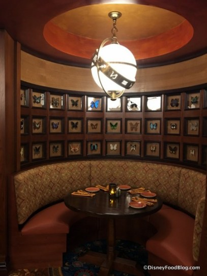 jungle-navigation-co-ltd-skipper-canteen-jungle-cruise-atmosphere-Falls-Family-Parlor-booth-450x600
