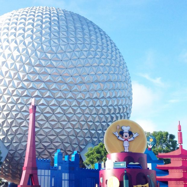 Tips & tricks for making the most of Epcot Food and Wine Festival! How to prepare for a visit to the International Food & Wine Fest, including how to not wait in line at the booths and how to stay cool!
