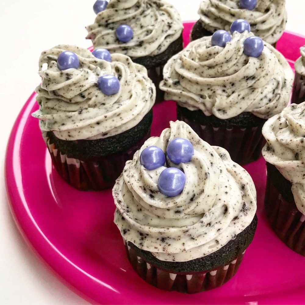 Cupcakes with cookies and cream frosting