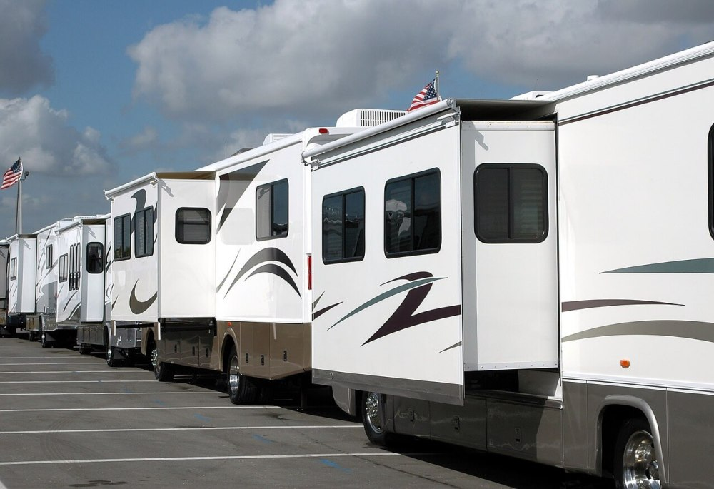 lot of motorhomes