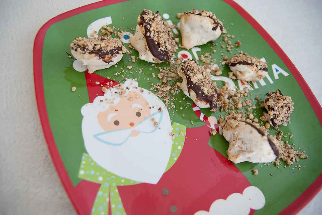 Dark Chocolate Hazelnut Meringue Cookie -3