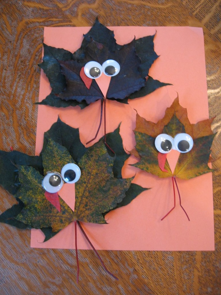 15 thanksgiving crafts for your kids, pumpkins, turkes and being grateful. Perfect for november rainy days