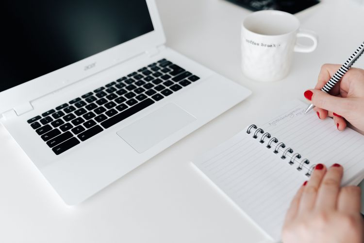 Making passive income while running a blog is an awesome way to make money while you sleep. Check out the best ways to make money and how to start now!