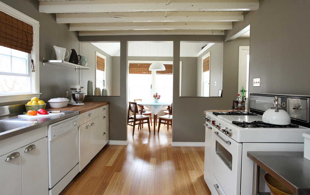 minimalism, money, make money with minimalism, minimalist, minimalist lifestyle, minimalist living, sell your stuff, downsize, tiny house, small living