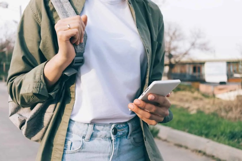 Hoping to declutter your stuff and make some cash in the process? Be sure to check out the Mercari app that allows you to easily sell items for money.