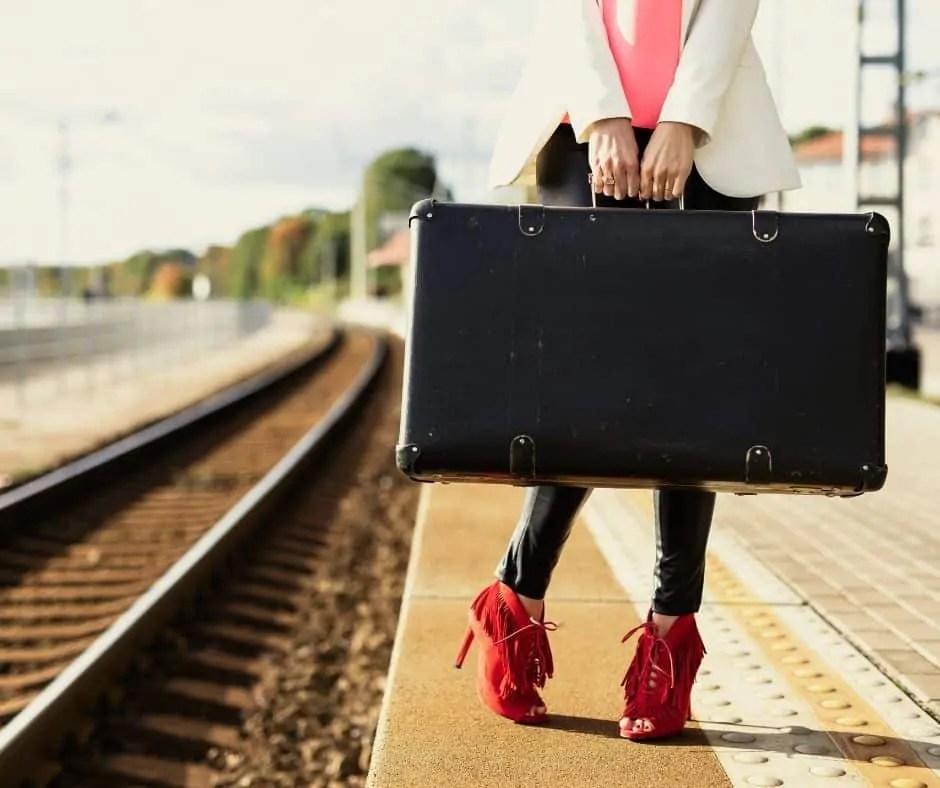 minimalist-suitcase-tips