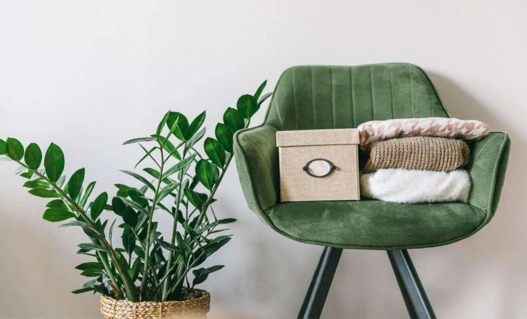 You want to declutter your house for more minimalist living but why is it so hard to declutter and let go of your stuff? Here's why!