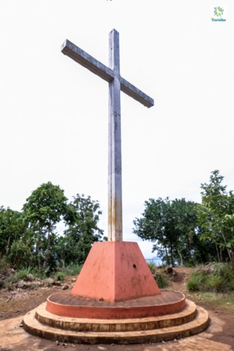 The 30-feet cross at the top of Ermita Hill.