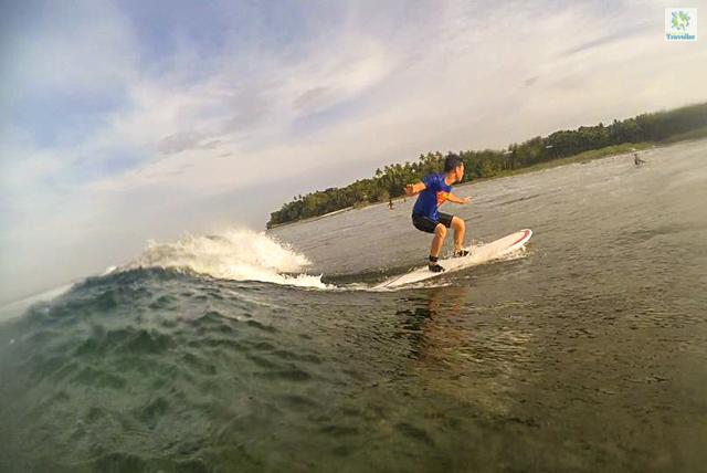 Sargao Surfing