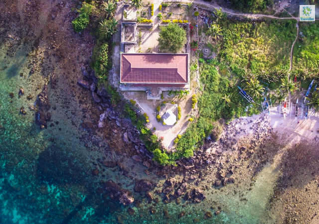 A drone shot of Gigantes Norte lighthouse.