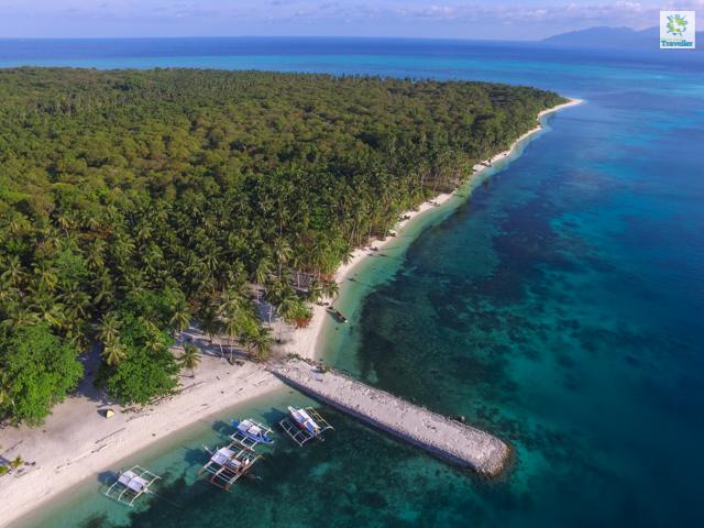 A drone shot of Candaraman Island.
