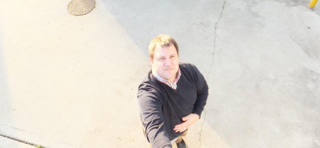 the gadget man episode 25 autographs celebrity selfies and selfie sticks the gadget man. Black Bedroom Furniture Sets. Home Design Ideas