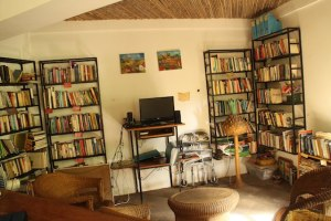 library at La Mariposa Spanish language school Nicaragua
