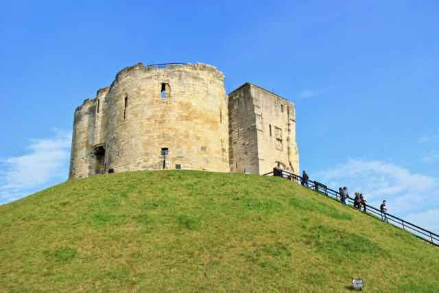 Clifford's Tower York - York city walls walk