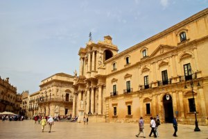 day trips from Catania by public transport - Syracuse Ortygia Piazza del Duomo
