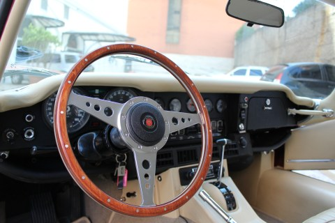1973 Jaguar E-Type V12 interior steering wheels