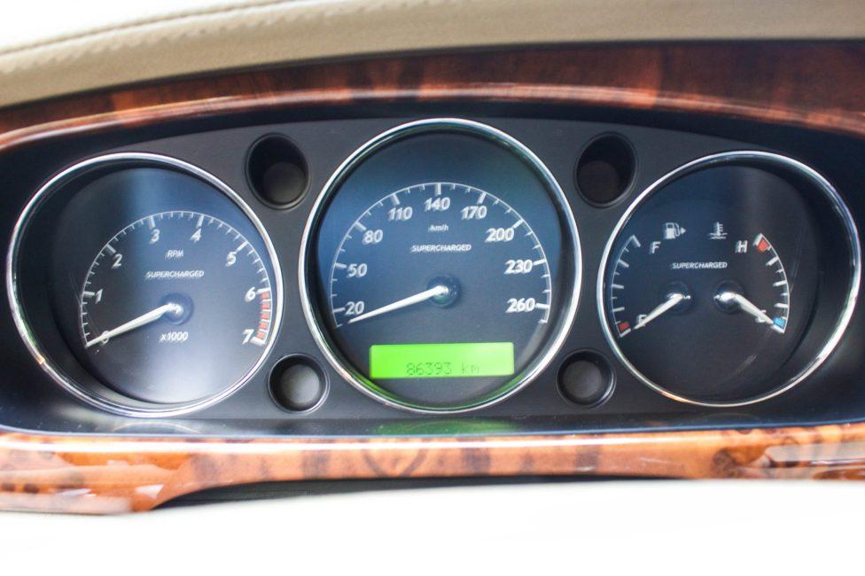 2004 painel do Jaguar XJ8 supercharger