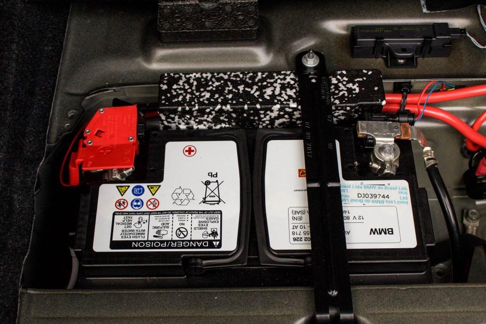 2013-BMW-M135i-a-venda-the-garage-bateria