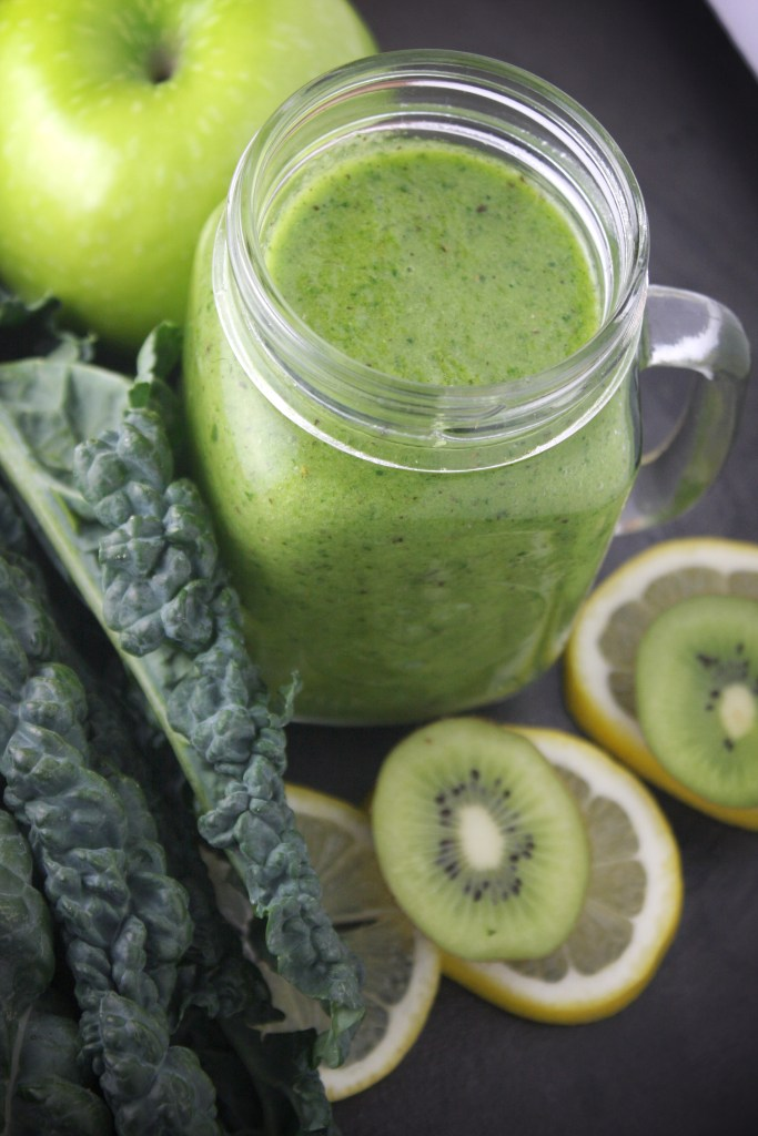 Superfood Green Tea Smoothie -- TheGarlicDiaries.com
