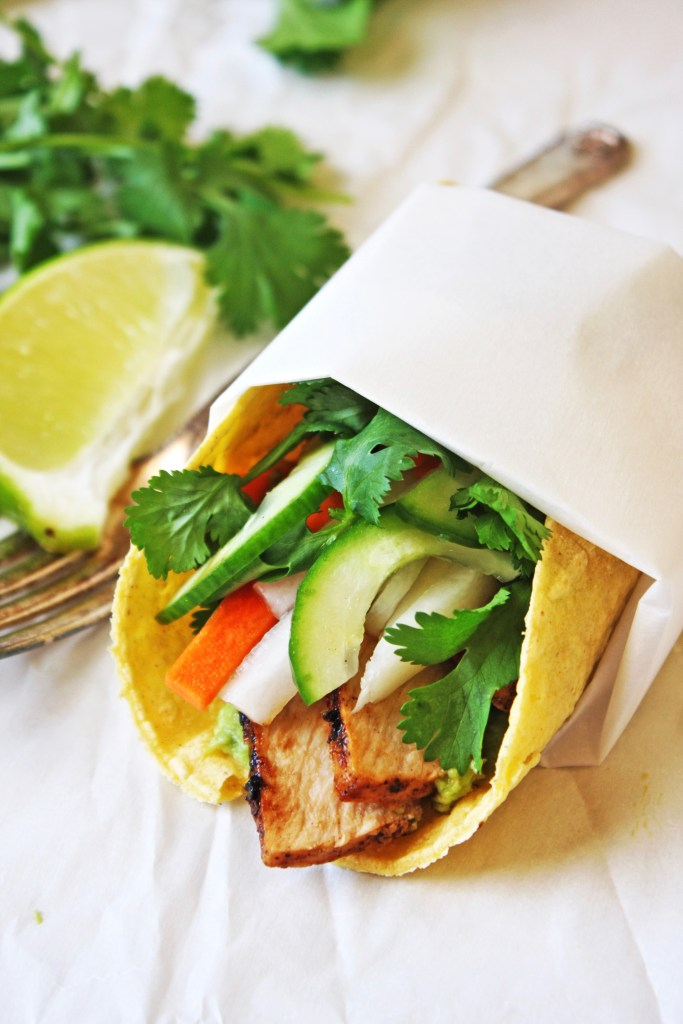 Banh Mi Tacos [21 Day Fix] - All the flavors of a Banh Mi, but in taco form! Because tacos make everything better :). Gluten free! TheGarlicDiaries.com