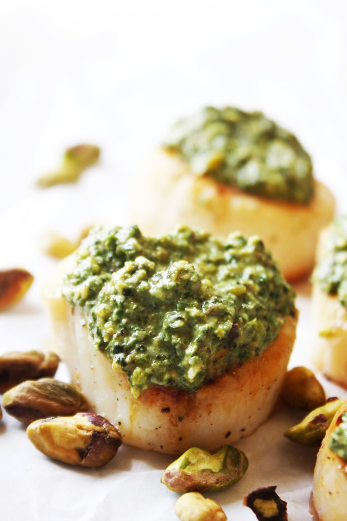 Pan Seared Scallops with Pistachio Pesto [21 Day Fix] - The only thing that can make a perfectly pan seared scallop better is a small dollop of mouthwatering pistachio pesto. So good and so healthy! #glutenfree #21dayfix TheGarlicDiaries.com