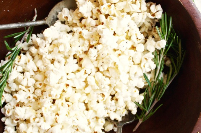 21 Day Fix Garlic, Rosemary, and Parmesan Popcorn