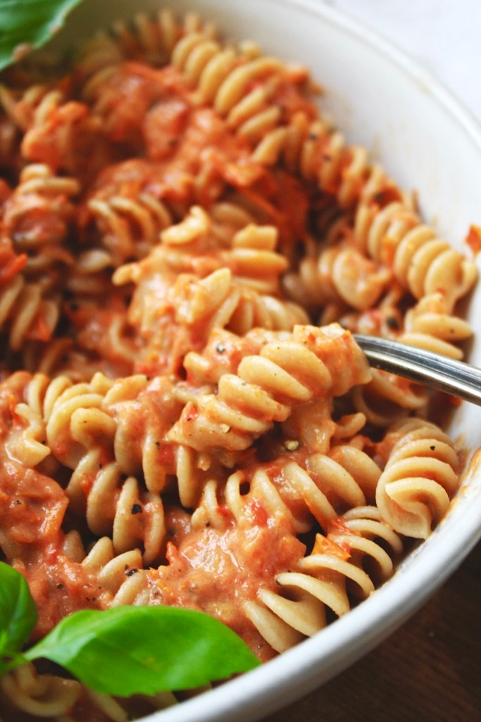 Sheet Pan Marinara - This is the ultimate easy pasta sauce! It all goes down on a sheet pan in the oven, and then you just blend it up, toss with pasta, and you're ready! TheGarlicDiaries.com