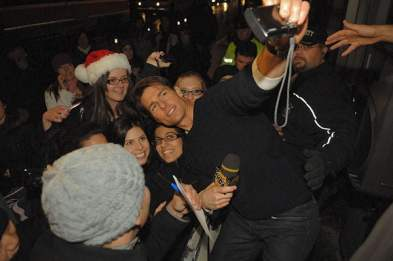 Tom Cruise meets with the fans