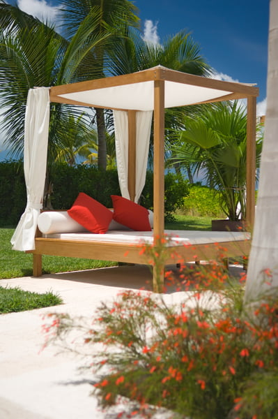 Grace Bay Club: Beach bed