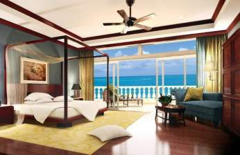 The Estate at Grace Bay: Master bedroom