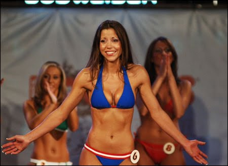 Krista Woolhead, Miss Hooters Canada 2005