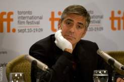 George Clooney with his injured hand