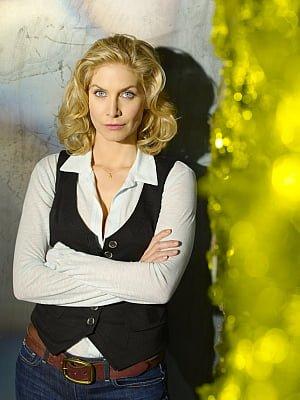 Elizabeth Mitchell as Erica Evans in 'V'
