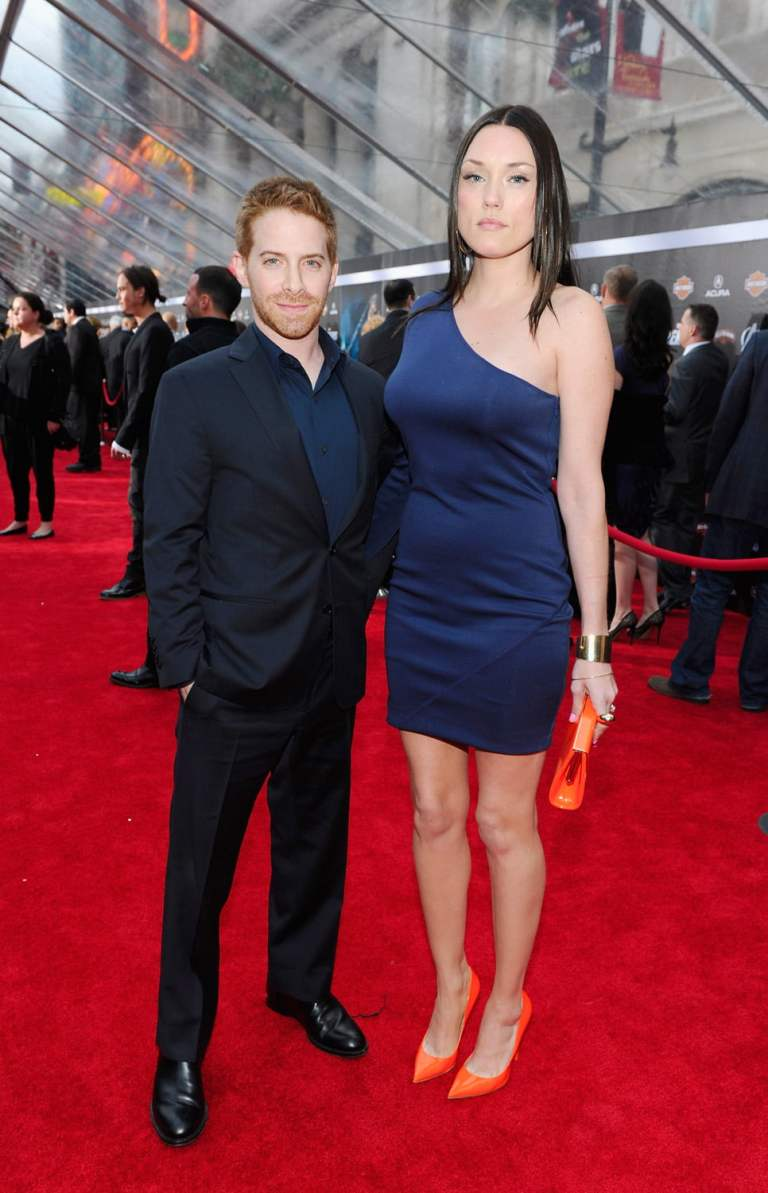 ¿Cuánto mide Seth Green? - Real height Avengers-Red-Carpet_28