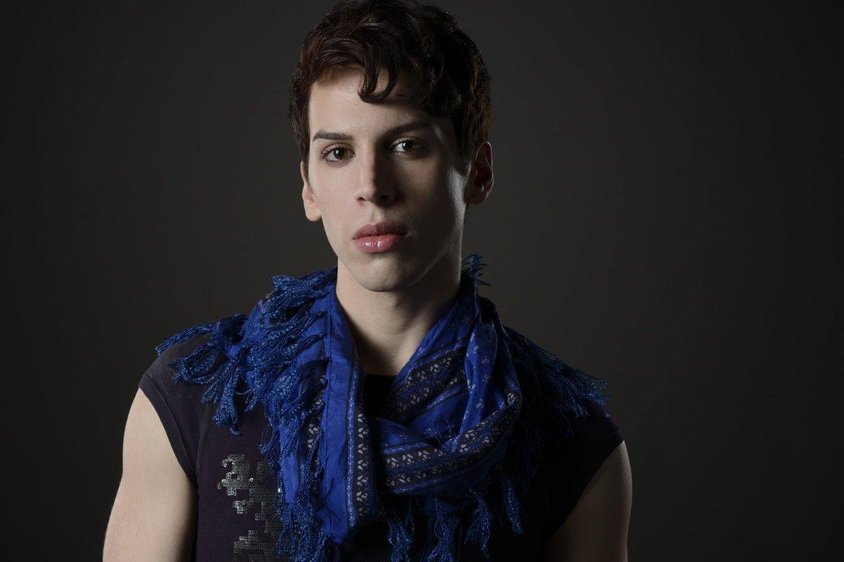 Jordan Gavaris as Felix in Orphan Black