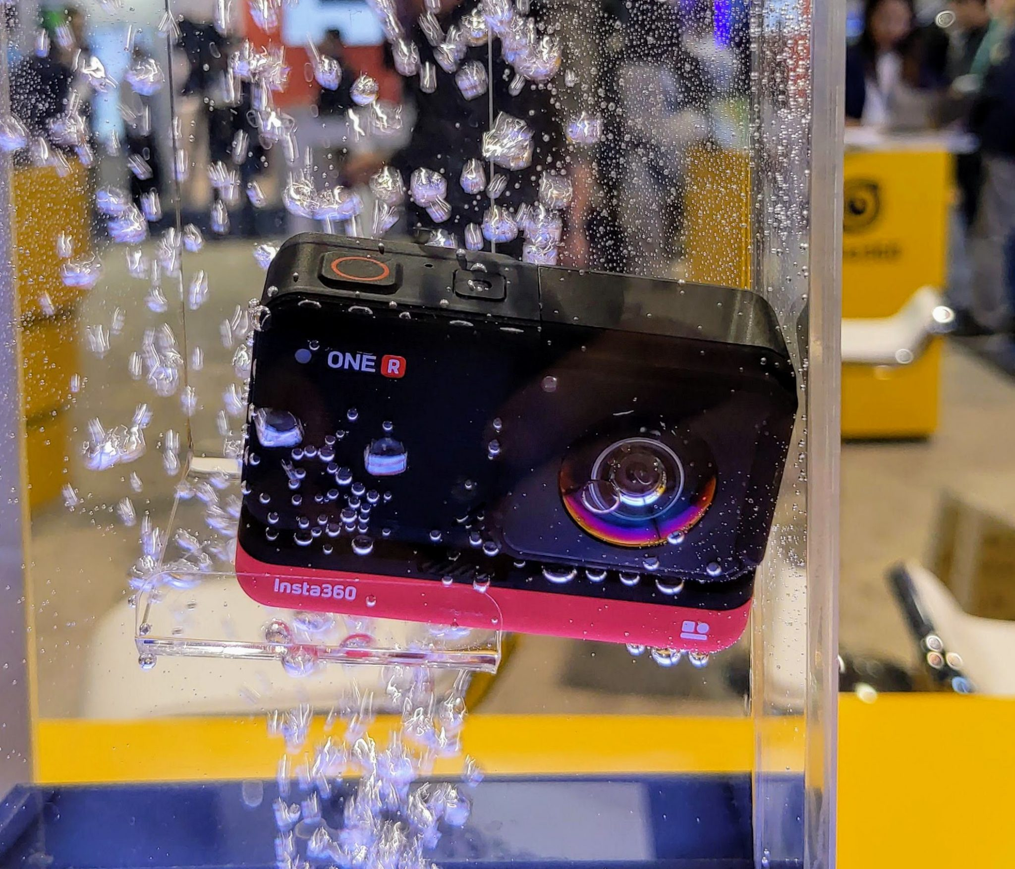 Insta360 One R in water