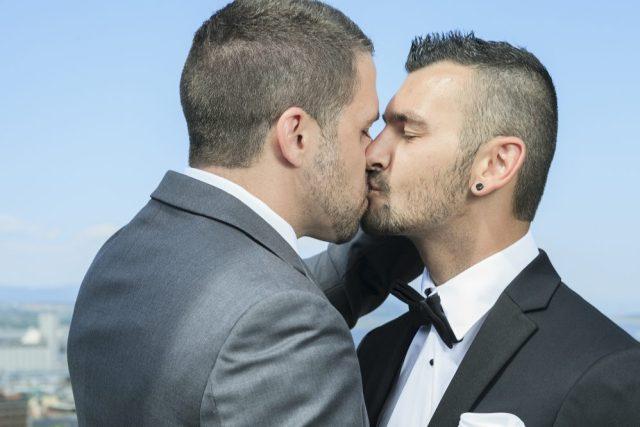 Gay guys kissing, gay marriage