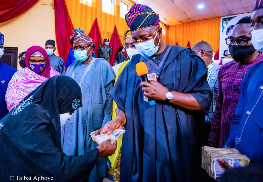 FG Gives Cash Grant to 5,280 Women In Oyo; Buhari Administration Is Committed To Your Welfare, Well-being, Sunday Dare Assures