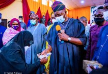 Photo of FG Gives Cash Grant to 5,280 Women In Oyo; Buhari Administration Is Committed To Your Welfare, Well-being, Sunday Dare Assures