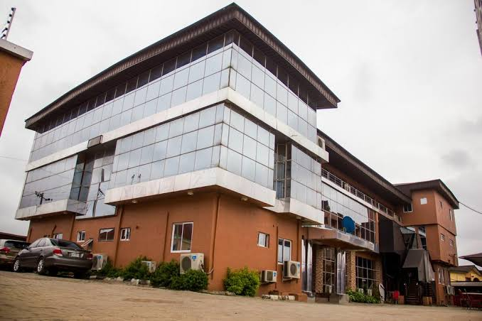 Emeka Williams Isn't Owner Of Glass House Events & Suites – Management