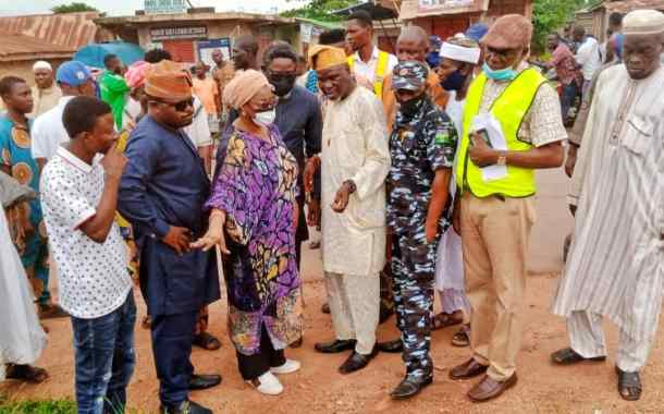 Akande-Sadipe, Min of Works Condemn Poor Quality Of Work On Olomi-Ijebu Igbo Road