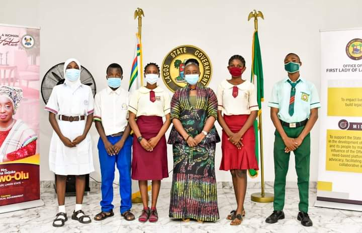 First Lady Presents Bank Drafts To Beneficiaries Of 2021 Lagos Exams Support