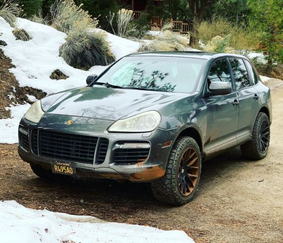 pors-cayenne-offroad-front-dean
