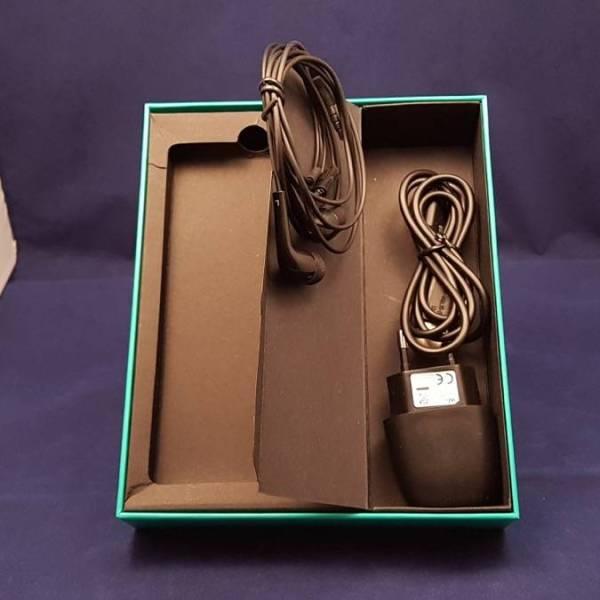 wiko-u-feel-lite-inside-box