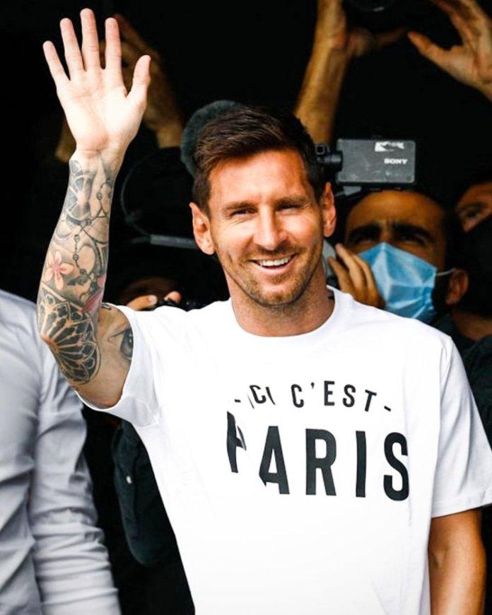 At Last, Lionel Messi Arrives Paris Ahead Of PSG Move [PHOTO]