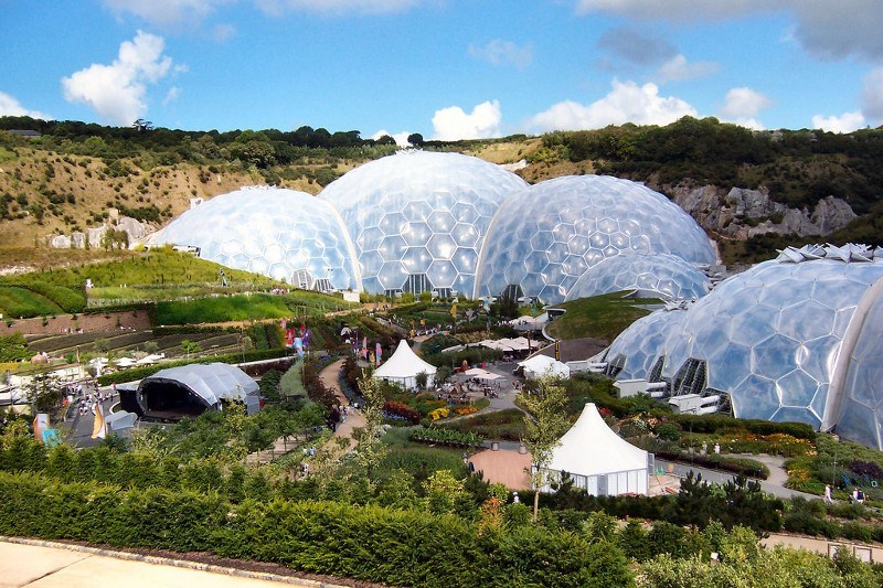 Eden_Project,_gardens_and_Humid_Tropical_Biome_-_geograph.org.uk_-_1701064
