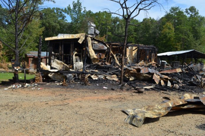 Lake House Tavern in Lavonia burns down